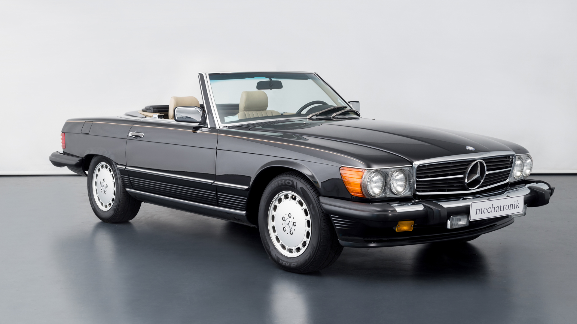 Mercedes-Benz R107 560 SL Roadster